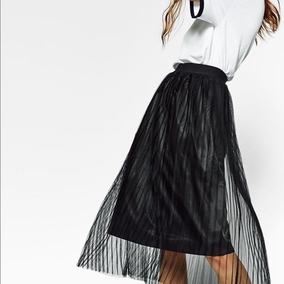 c118d690 Zara Fine Pleated Tulle Skirt. M_5b0226a9a4c485cc5821e996
